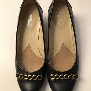 Naturalized Black pumps